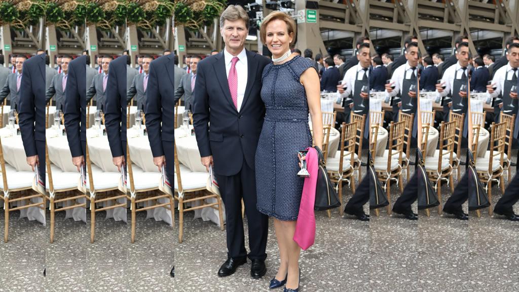 Enrique de la Madrid cumple 27 años de casado con Isabel Prieto