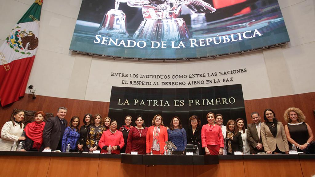 El Senado celebra 64 años del derecho al voto de la mujer