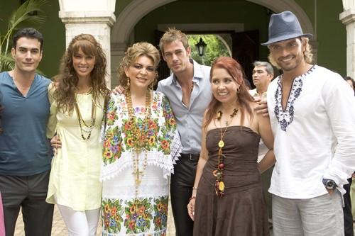 Ortega con los famosos 6