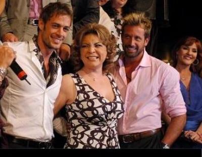 Ortega con los famosos 8