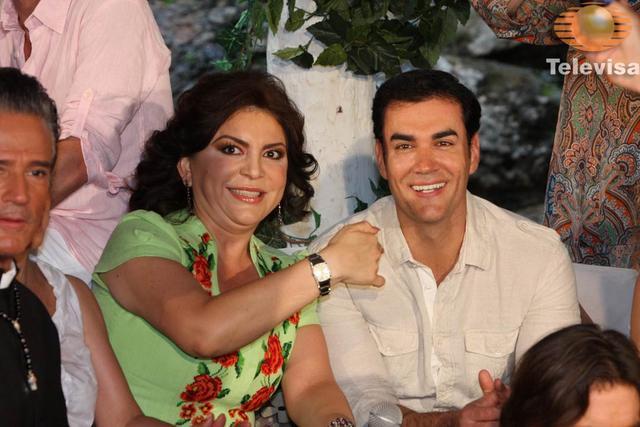 Ortega con los famosos 9