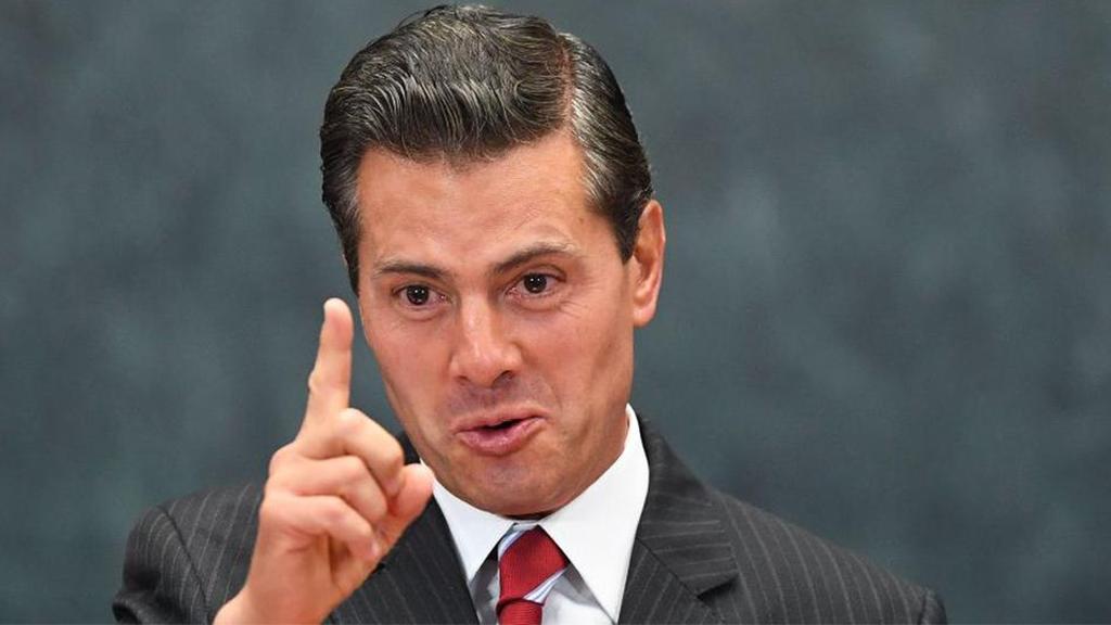 Enrique Peña Nieto recibe una limpia del Chapo