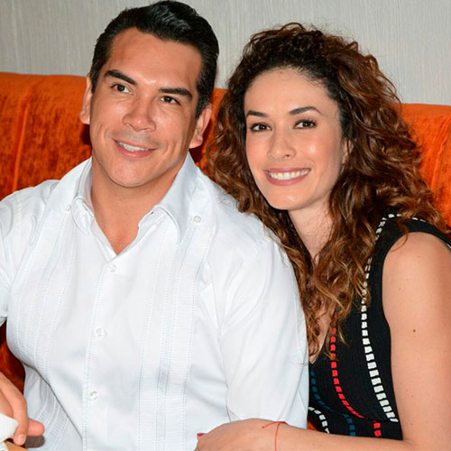 Los trajes típicos de Christelle, esposa de Alejandro Moreno