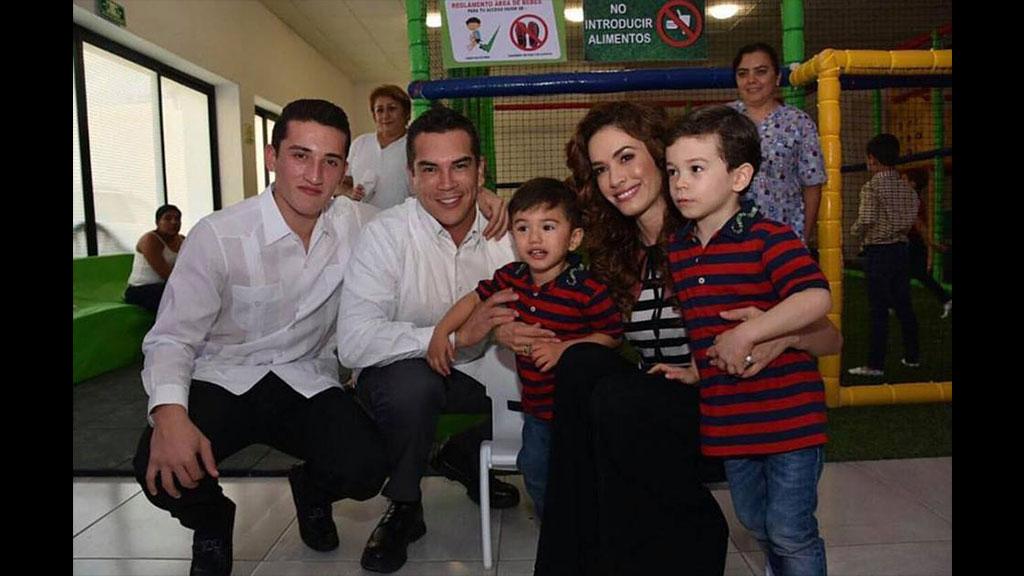 Las fotos familiares de Alejandro Moreno Cárdenas