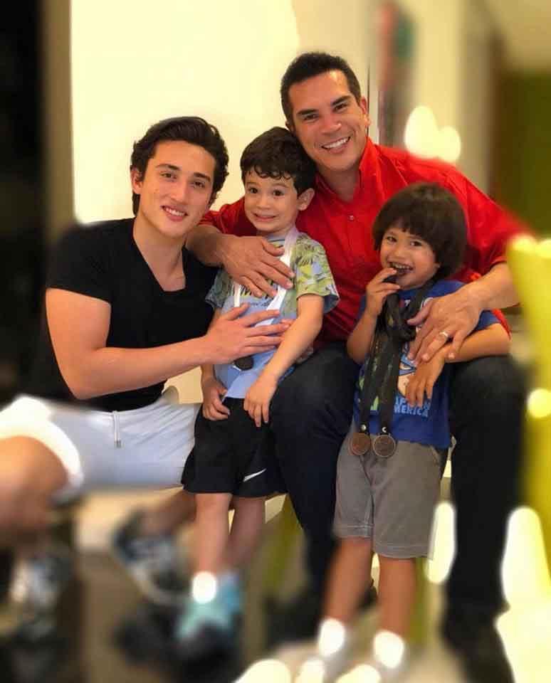 familiares de Alejandro Moreno 4