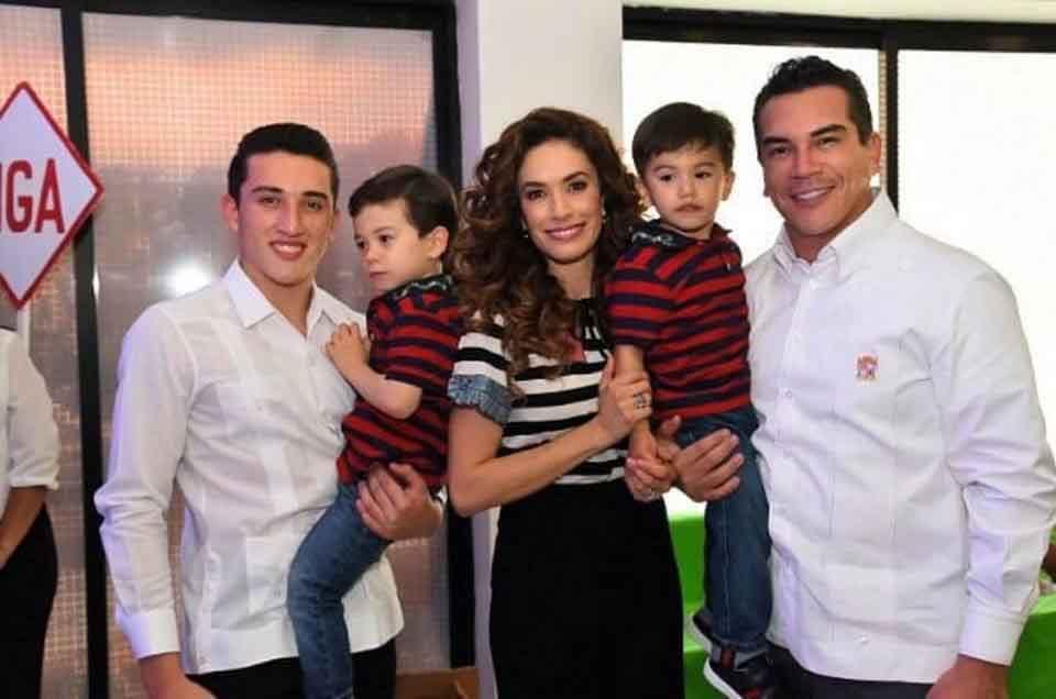 familiares de Alejandro Moreno 5