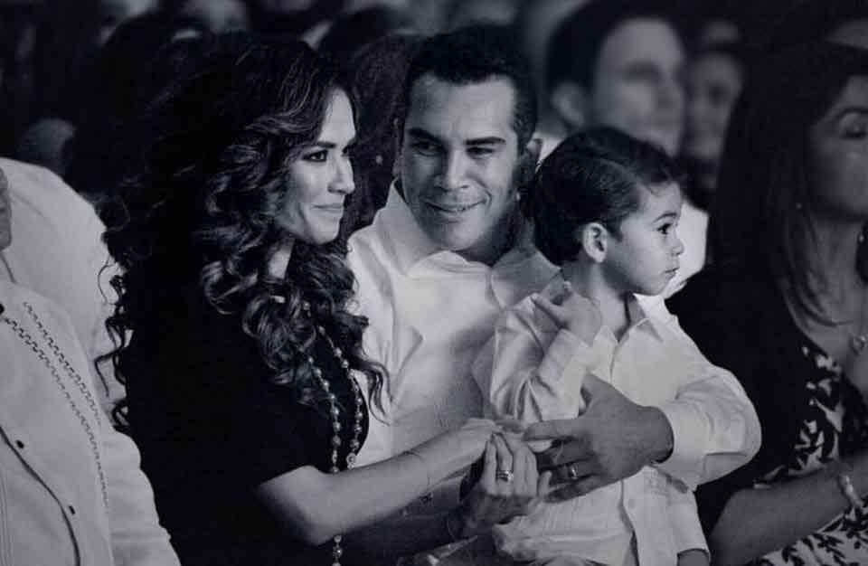 familiares de Alejandro Moreno 8