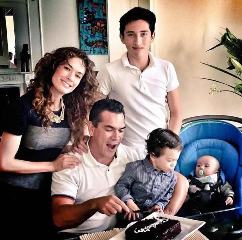 familiares de Alejandro Moreno 9