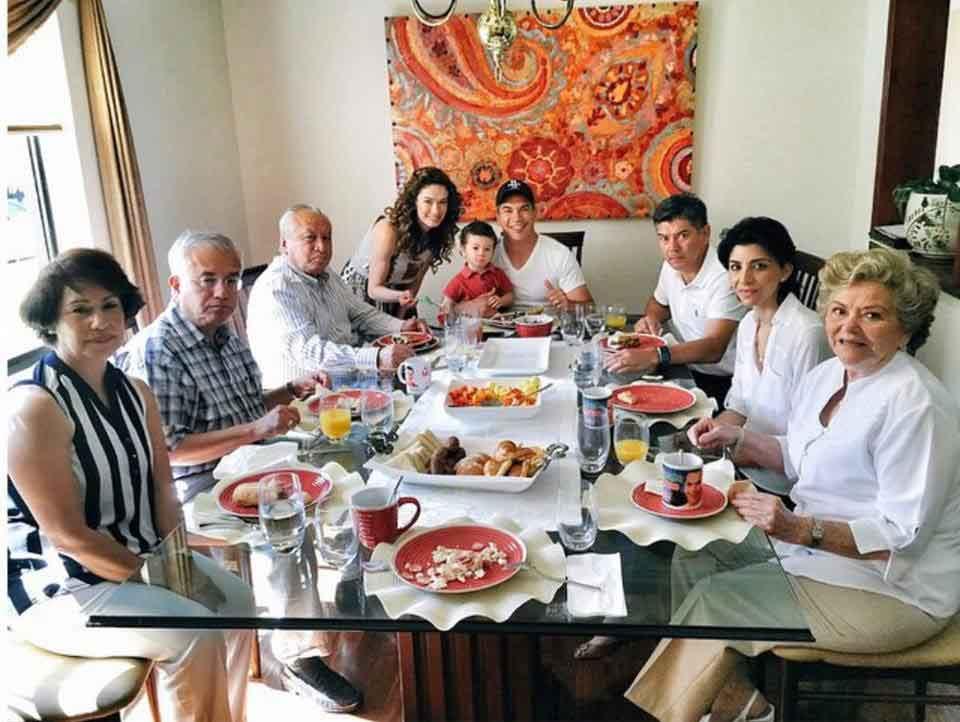 familiares de Alejandro Moreno 16