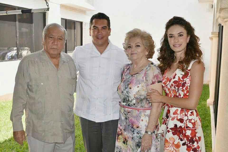 familiares de Alejandro Moreno 25