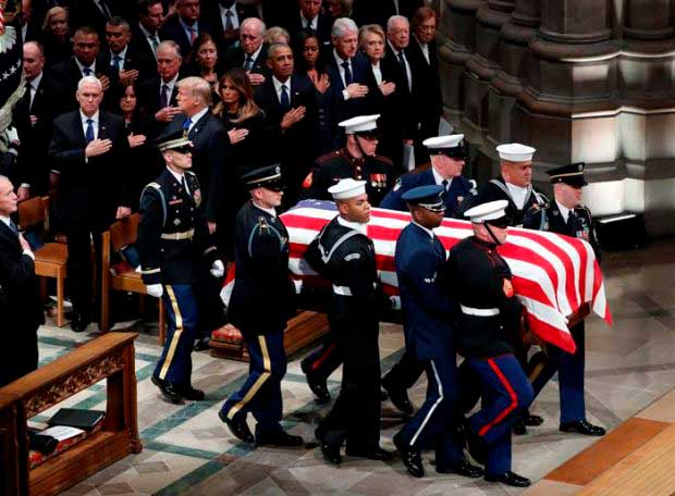 Gortari asiste al funeral 6