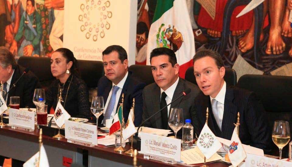 sonrie Alejandro Moreno 3