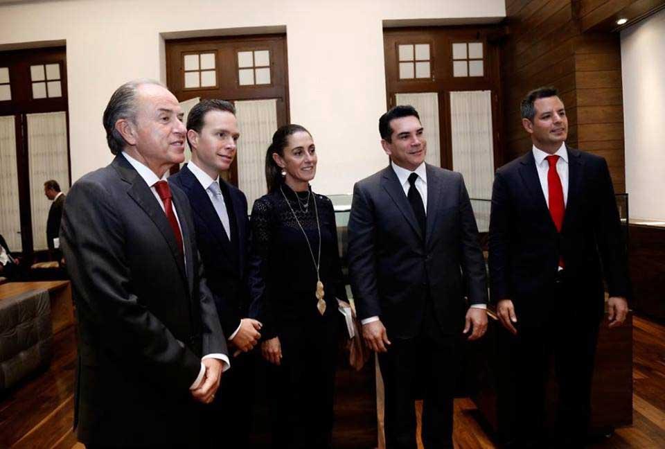 sonrie Alejandro Moreno 4
