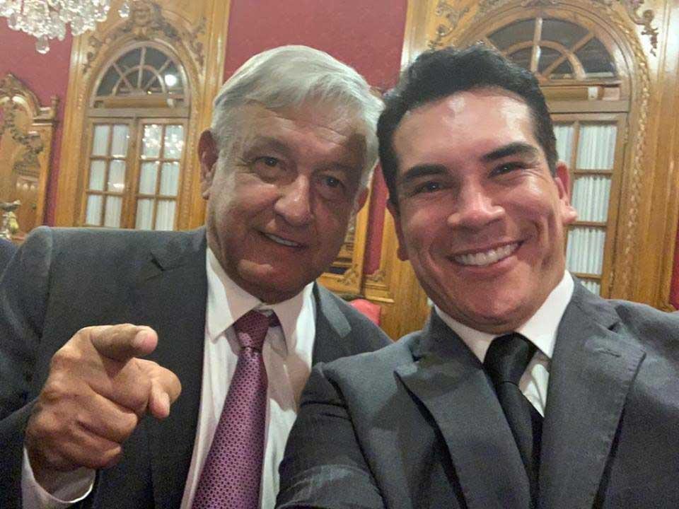 sonrie Alejandro Moreno 7