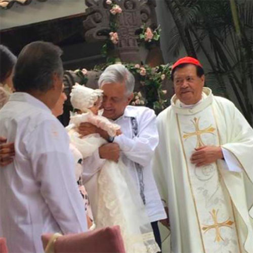 López Obrador bautiza a su primer bebé como presidente