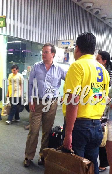 Marcelo Ebrard, ex jefe de gobierno de la Ciudad a su llegada de Quito e el AICM T2 FOTO: Archivo Cuna de grillos