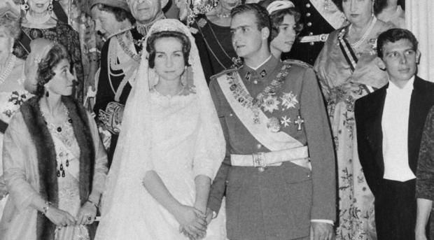 Los monarcas el día de su boda. FOTO: AFP