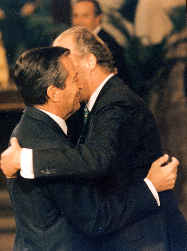 Para algunos españoles, el presidente Adolfo Suarez y don Juan Carlos fueron piezas fundamentales en la transición a la democracia. FOTO: GTRES
