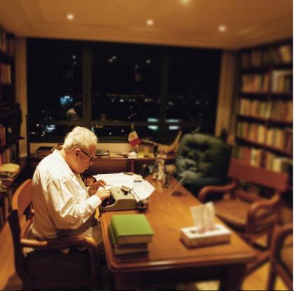 En sus recuerdos, María guarda una imagen de su padre trabajando en su estudio / FOTO: Ulises Castellanos