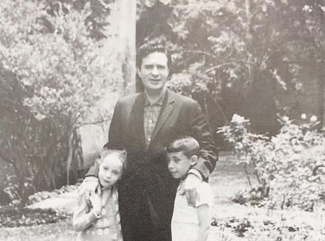 Scherer tuvo nueve hijos con su única esposa: Susana Ibarra. Aquí con los dos mayores, Ana y Pablo, en la década de los 50. FOTO: Archivo familia Scherer.