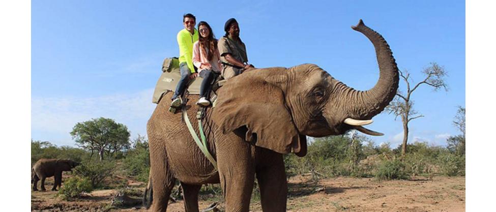 Paulina Peña y su novio de viaje por África