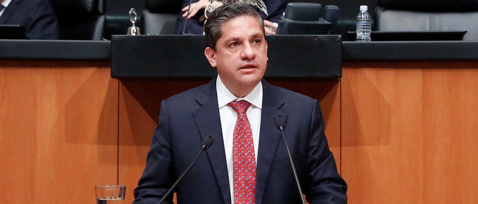 Luis Fernández y su camino del barrio al Senado
