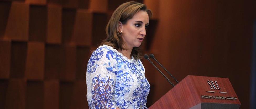 Quiénes felicitaron a Claudia Ruiz Massieu