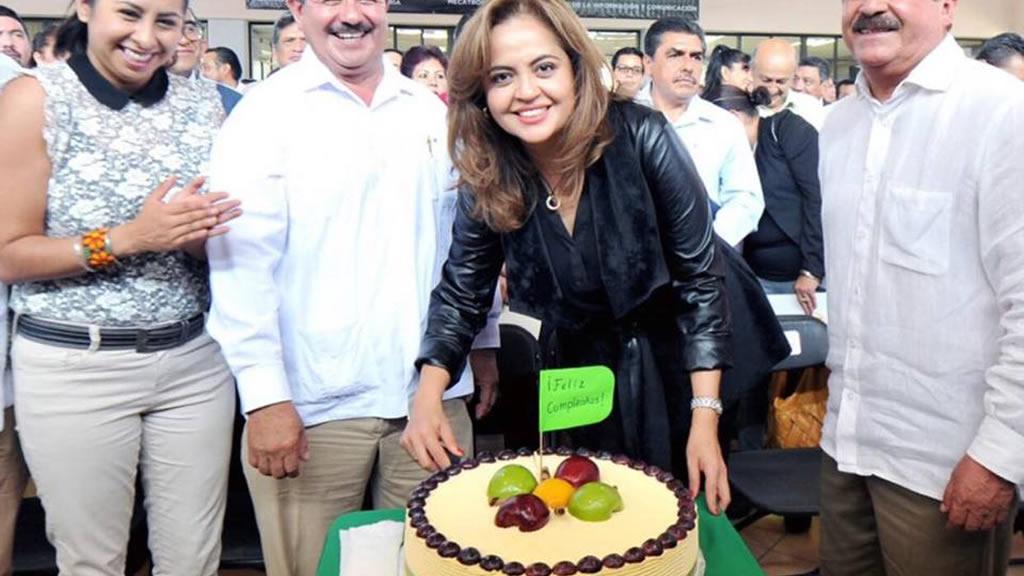 Así festejó Ana Lilia Herrera sus 45 años de edad