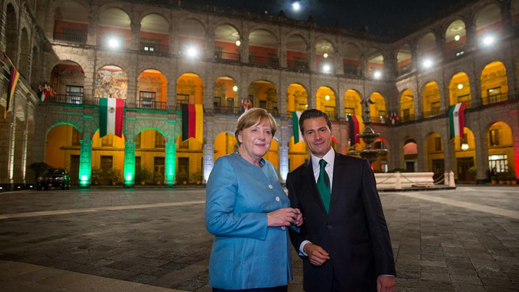 Los políticos y su foto con Angela Merkel