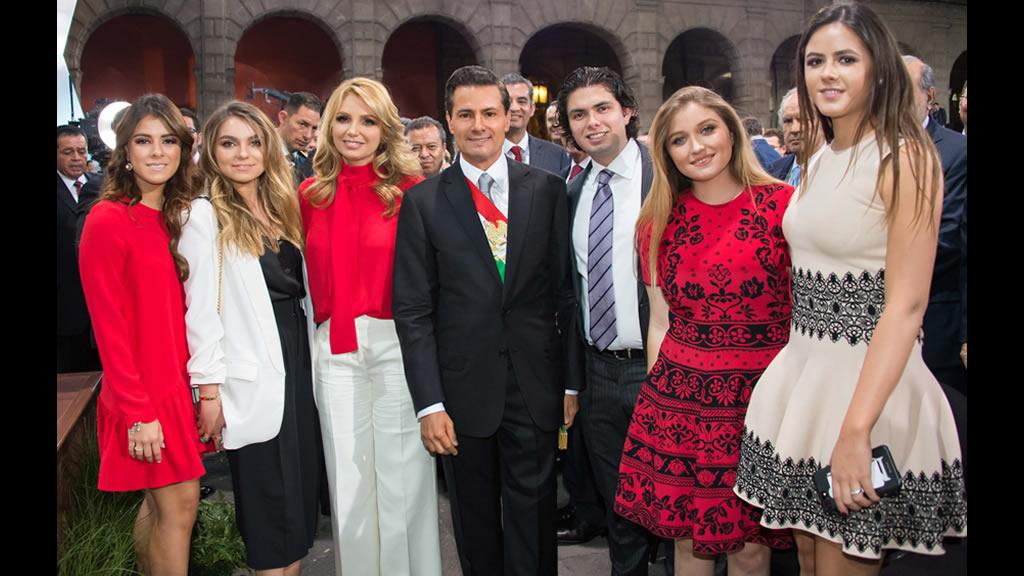 La familia Peña Rivera en el quinto informe de gobierno