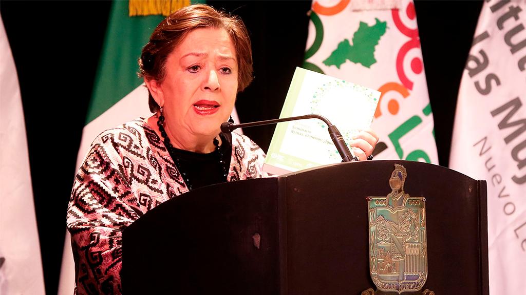 Premian a María Elena Chapa Hernández