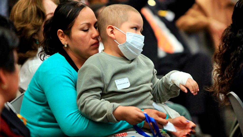 Senado aprueba licencias a padres y madres con un hijo con cáncer