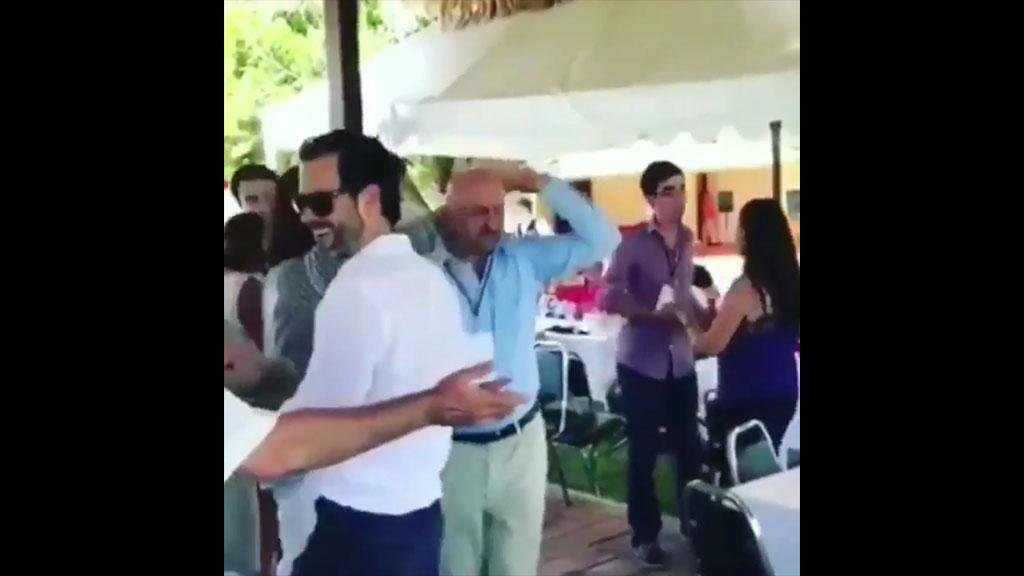 Carlos Salinas de Gortari reaparece bailando Tiburón, tiburón