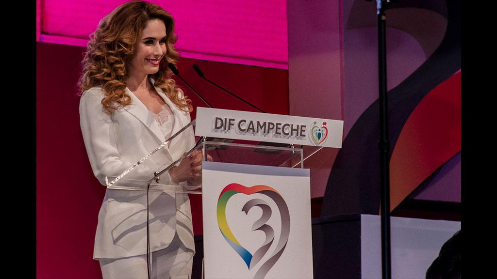 Christelle Castañón la primera dama más mediática de los estados