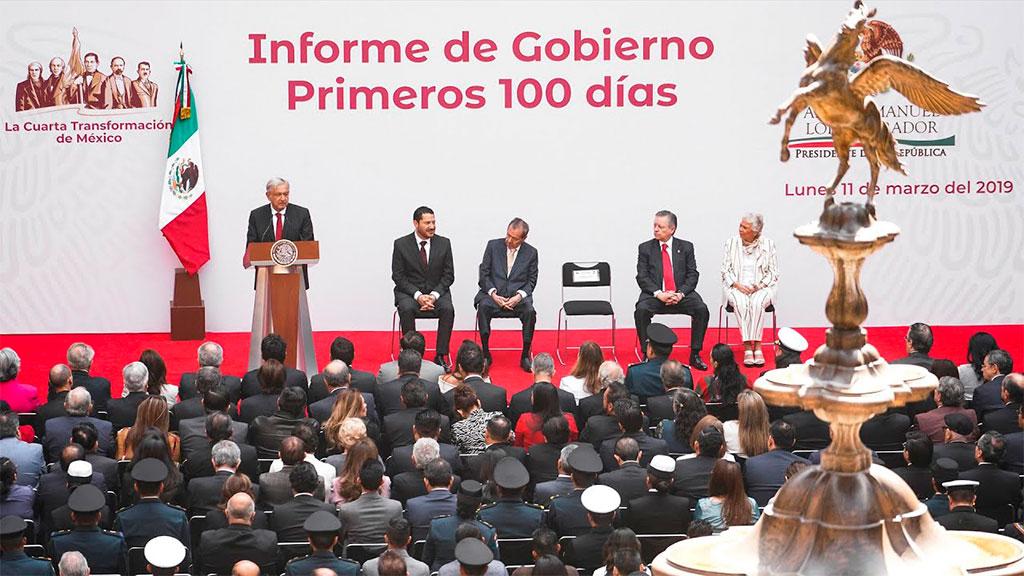 Quién es la mujer con la que llegó el hijo de López Obrador
