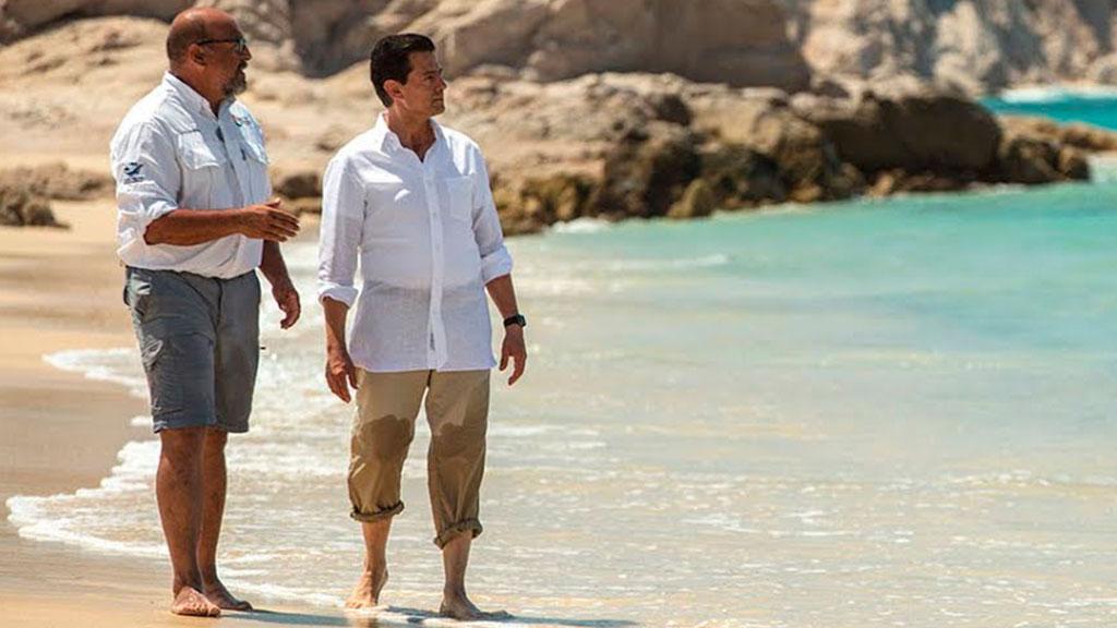 Enrique Peña Nieto de vacaciones en la playa