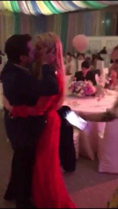 beso de Peña Nieto y Tania