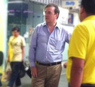 ¿Qué hacía Marcelo Ebrard en el aeropuerto?
