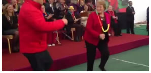 Michelle Bachelet baila aaaaasí [VIDEO]