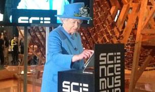 La reina Isabel II entra a twitter