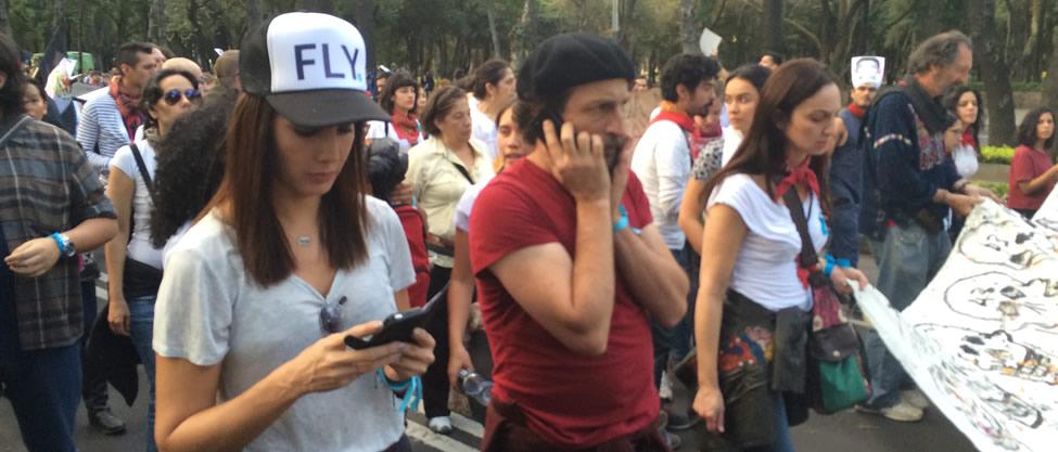 Artistas marchan por Ayotzinapa [FOTOS]