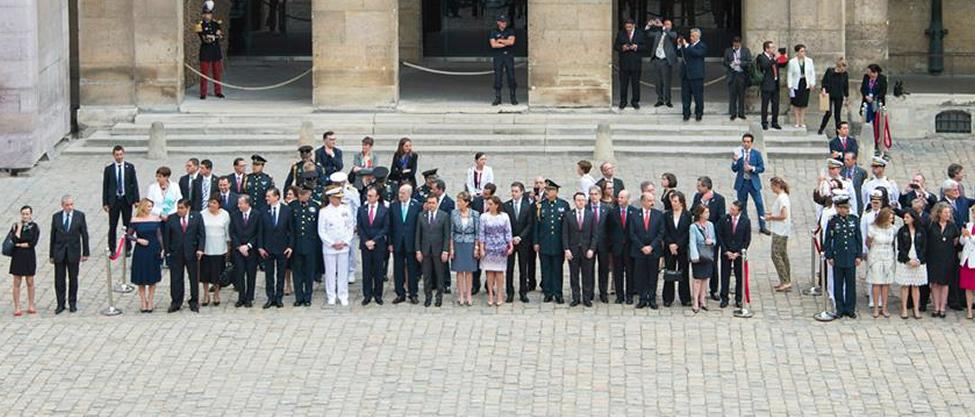 12 Secretarios que se fueron a París con todo y parejas
