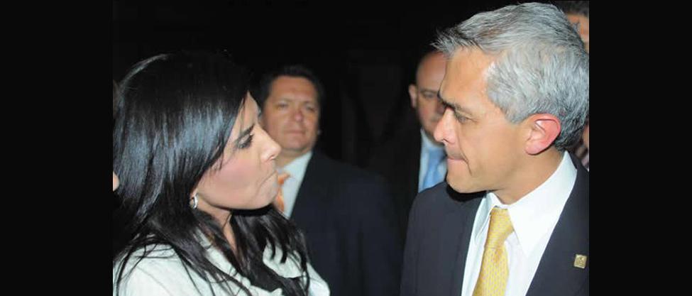Mancera se deja seducir por Alejandra Barrales