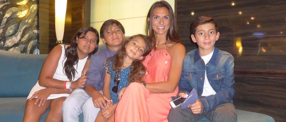 Maude Versini disfruta a sus hijos