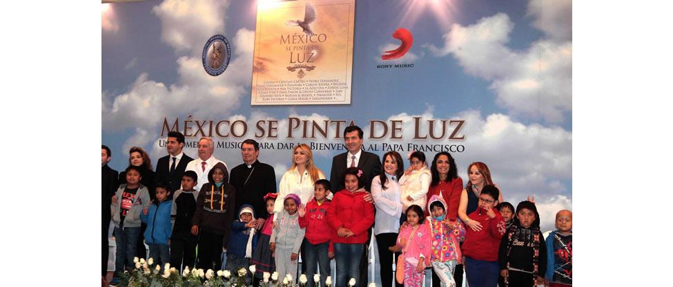 Angélica Rivera le canta al Papa Francisco